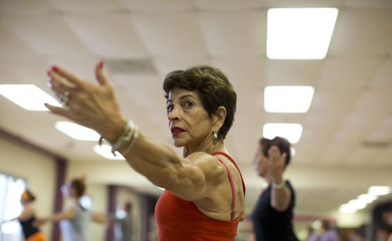 MARÍA TERESA MENDIZABAL: Puerto Rico la conoce por ser pionera en el  fitness y los aeróbicos televisados. Duerme siete horas, desayuna avena con leche de almendra, uvas rojas, tostada de pan integral, café con leche y jugo de china. (tonito.zayas@gfrmedia.com)