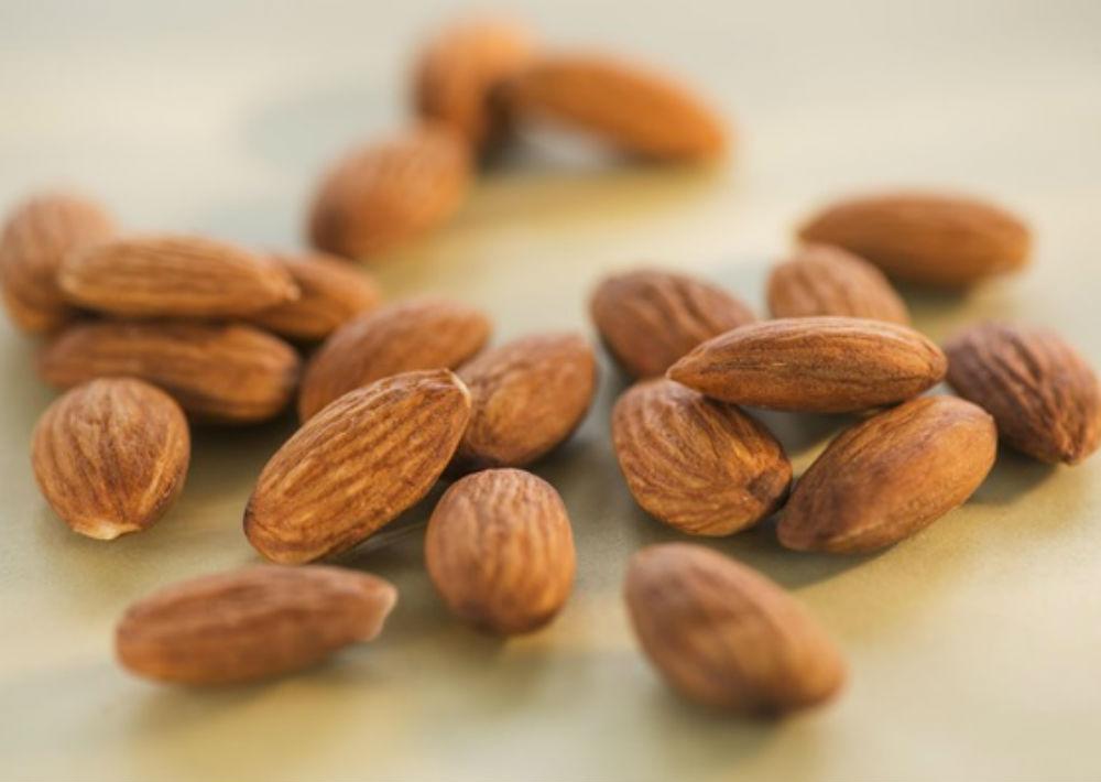 Almendras: comer un puñado al día, algo así como 10, ya que contienen ácidos grasos omega-3, que también ayuda a controlar la glicemia. (Archivo)