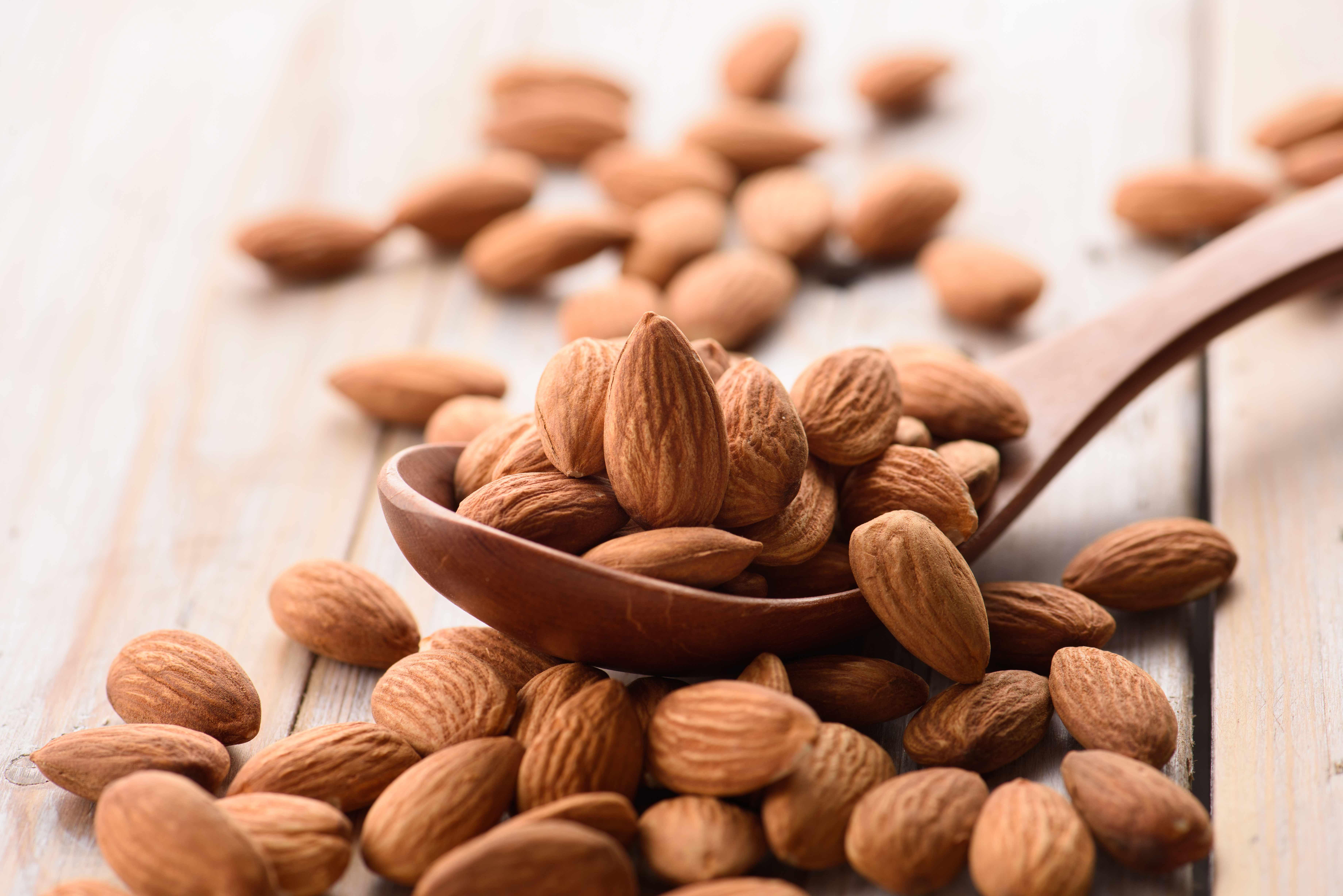 Razón 2: ayudan a reducir el colesterol ya que aportan ácidos grasos Omega-3.