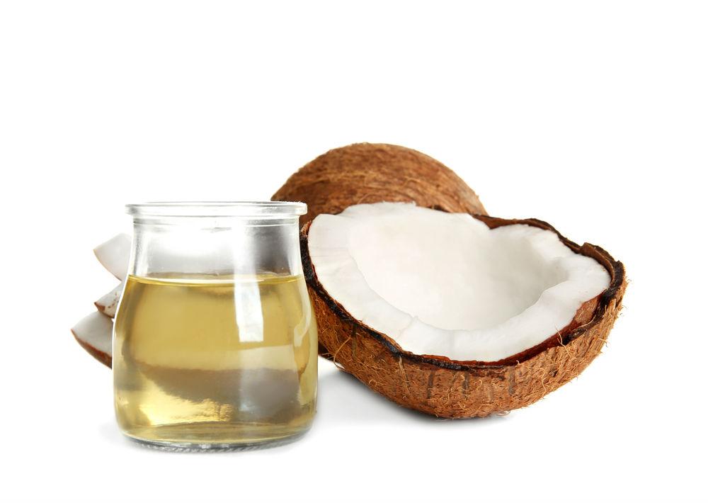 Aceite de coco: El aceite de coco contiene triglicéridos de cadena media, lo que significa que puede ser utilizado como una buena fuente de energía y aunque esté compuesto totalmente de grasas saturadas, es ideal para la quema de grasas corporales acumuladas.