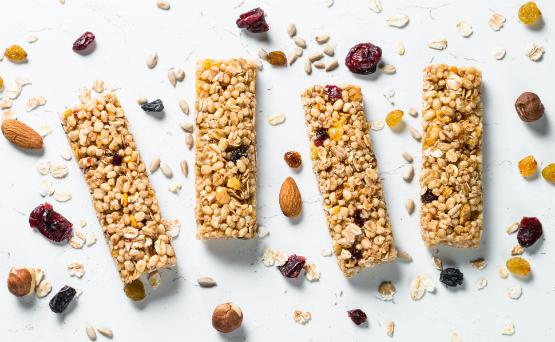 Come pequeñas comidas frecuentemente. Esto puede hacer más fácil conseguir todos los nutrientes que necesitas para manejar los cambios de apetito y de peso, además de que ayudará al cuerpo a aliviar la digestión y la absorción. Comidas pequeñas y frecuentes son una gran estrategia para manejar los síntomas más allá de los cambios de apetito, como la fatiga, el reflujo y la diarrea.