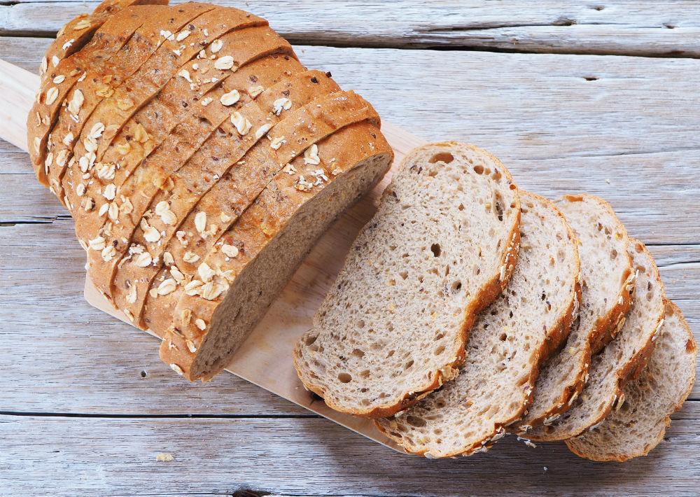 Pan de avena: Es tanto saludable como ligero y posee una gran cantidad de fibra. Disminuye la sensación de cansancio y al igual que el pan blanco es un excelente aliado para obtener energía.