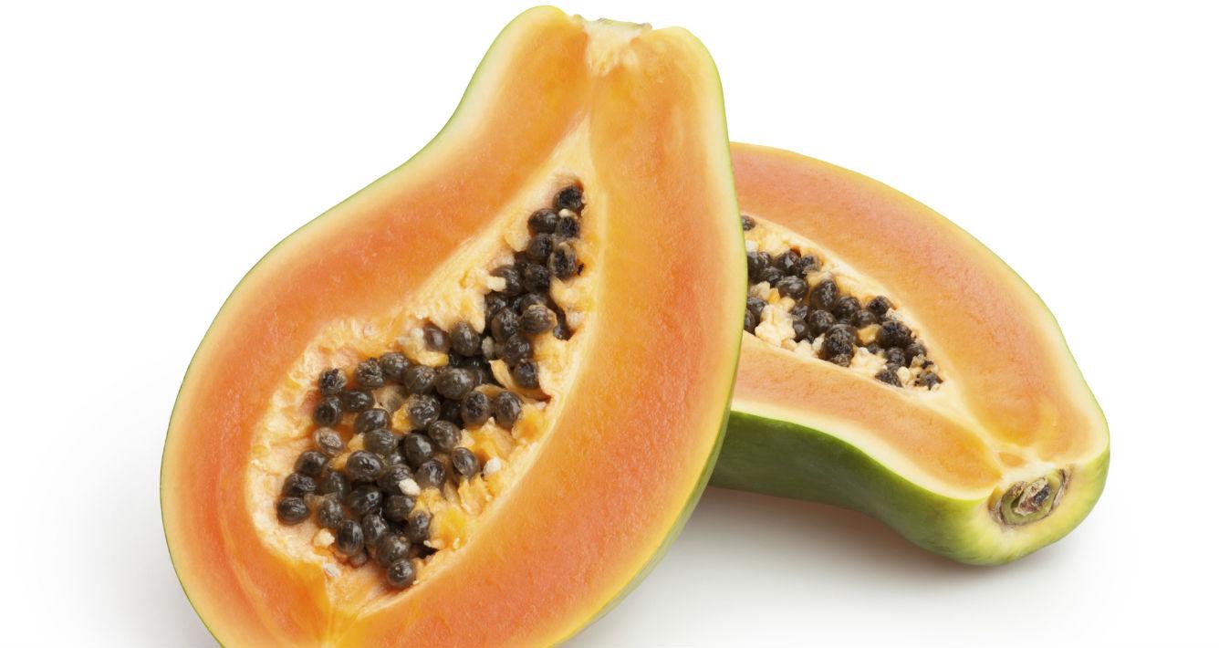 Papaya. Gracias a su concentración de antioxidantes y vitamina C, este alimento tiene un efecto anti edad que reduce la aparición de las odiadas arrugas. (Archivo)