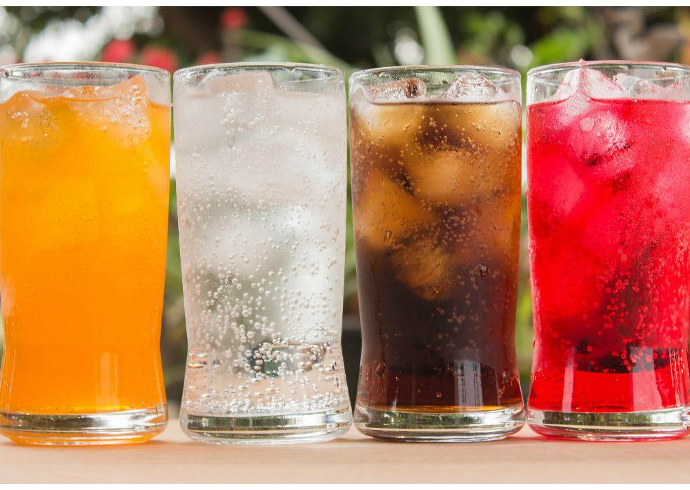 Refrescos: Recientes estudios han confirmado que la ingesta de este tipo de líquidos, así como los dulces, provoca depresión y, si éstas son dietéticas y de sabores las probabilidades aumentan. (Shutterstock)