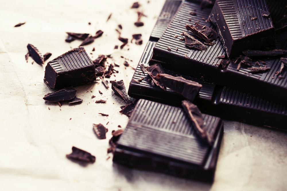 Evita el consumo de dulces y azúcar. Si no puedes resistir la tentación, una alternativa es tomar una onza de chocolate puro y usar estevia como edulcorante.