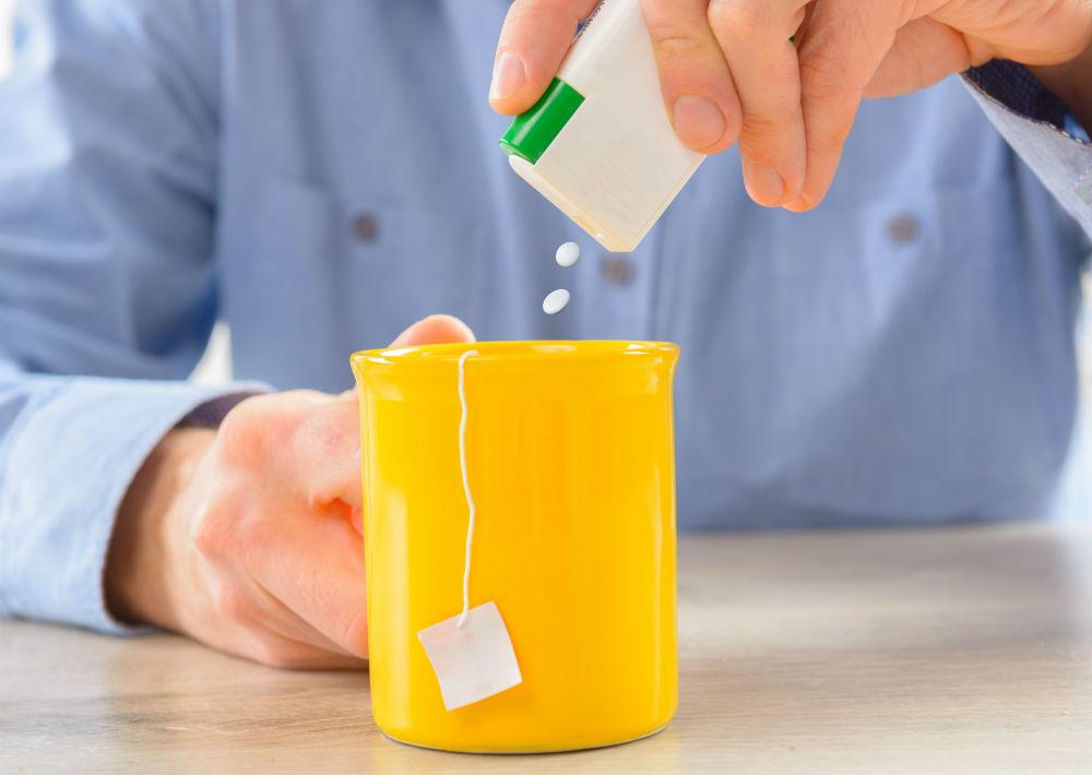 Edulcorantes artificiales: Así como reducen los índices de azúcar en la sangre, los edulcorantes, desafortunadamente, producen depresión del sistema nervioso, así lo aseguran estudios y especialistas estadounidenses. Rachel Fiske, consultora de nutrición en San Francisco, afirma que el aspartamo (edulcorante) frena la producción de la serotonina y de la dopamina, lo cual podría ser la causa de depresión y ataques de ansiedad. (Shutterstock)