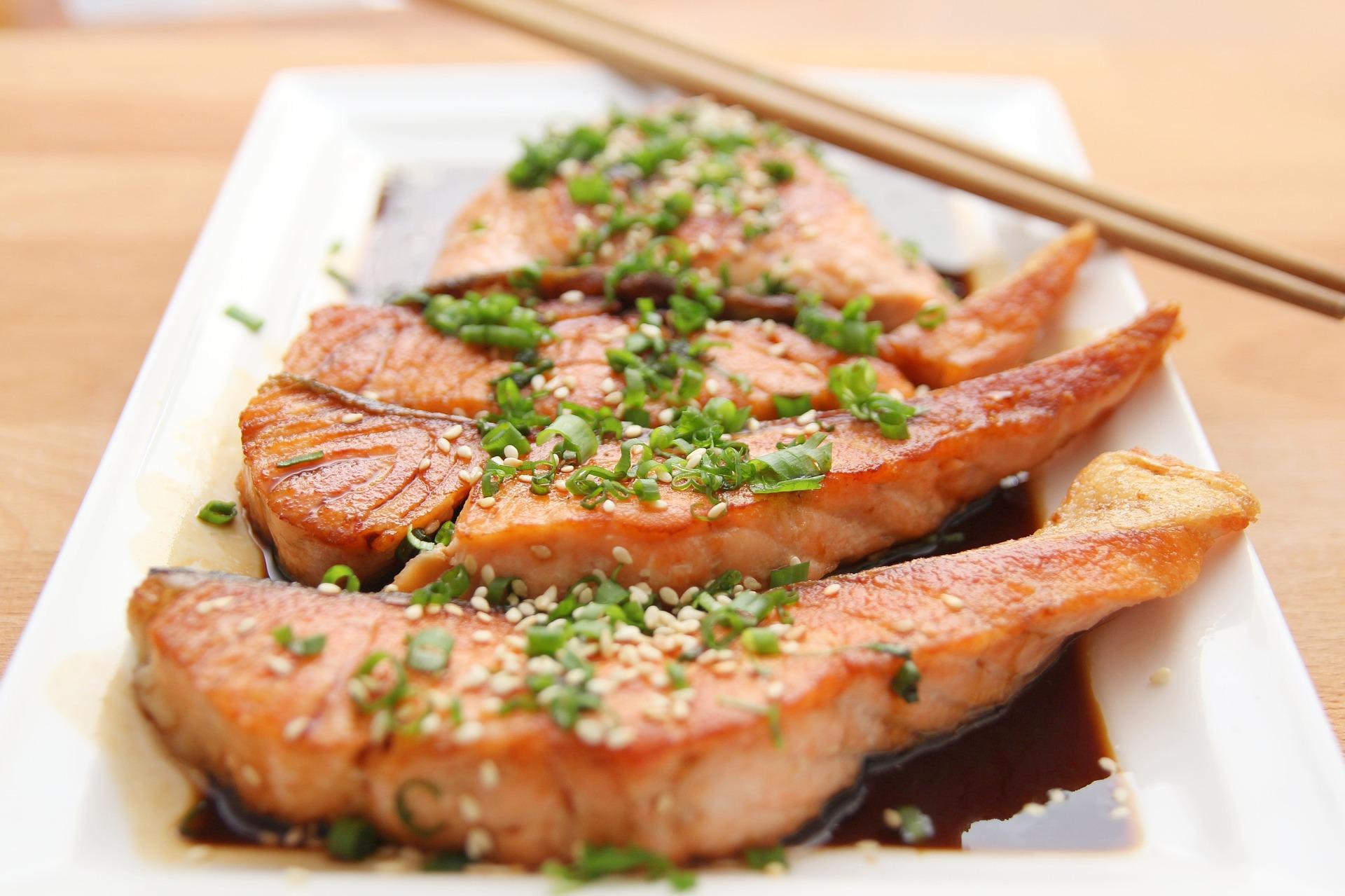 El pescado de cualquier tipo es un alimento permitido en la dieta FODMAP. (Wow Phochiangrak / Pixabay)