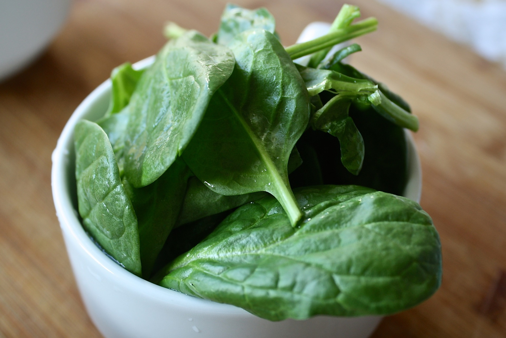 Las espinacas son un alimento permitido en la dieta FODMAP. (Aline Ponce / Pixabay)