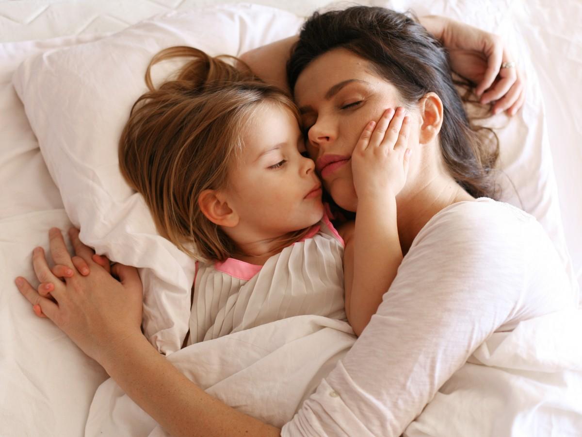 ¿No sabes cómo sacar a tu niño  de tu cama?