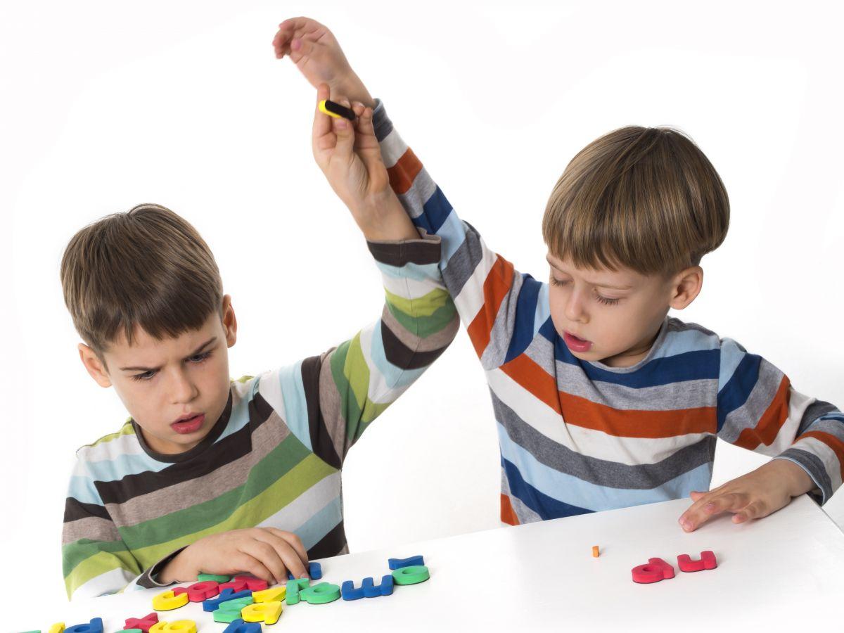 7 maneras de prevenir las peleas entre hermanos