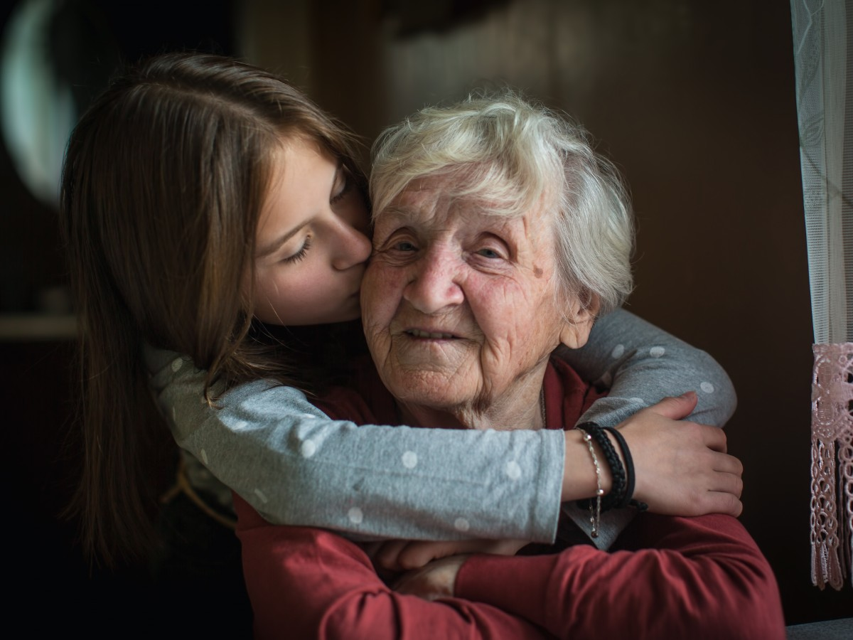 La importancia de acompañar a nuestros adultos mayores y mantenerlos socialmente activos