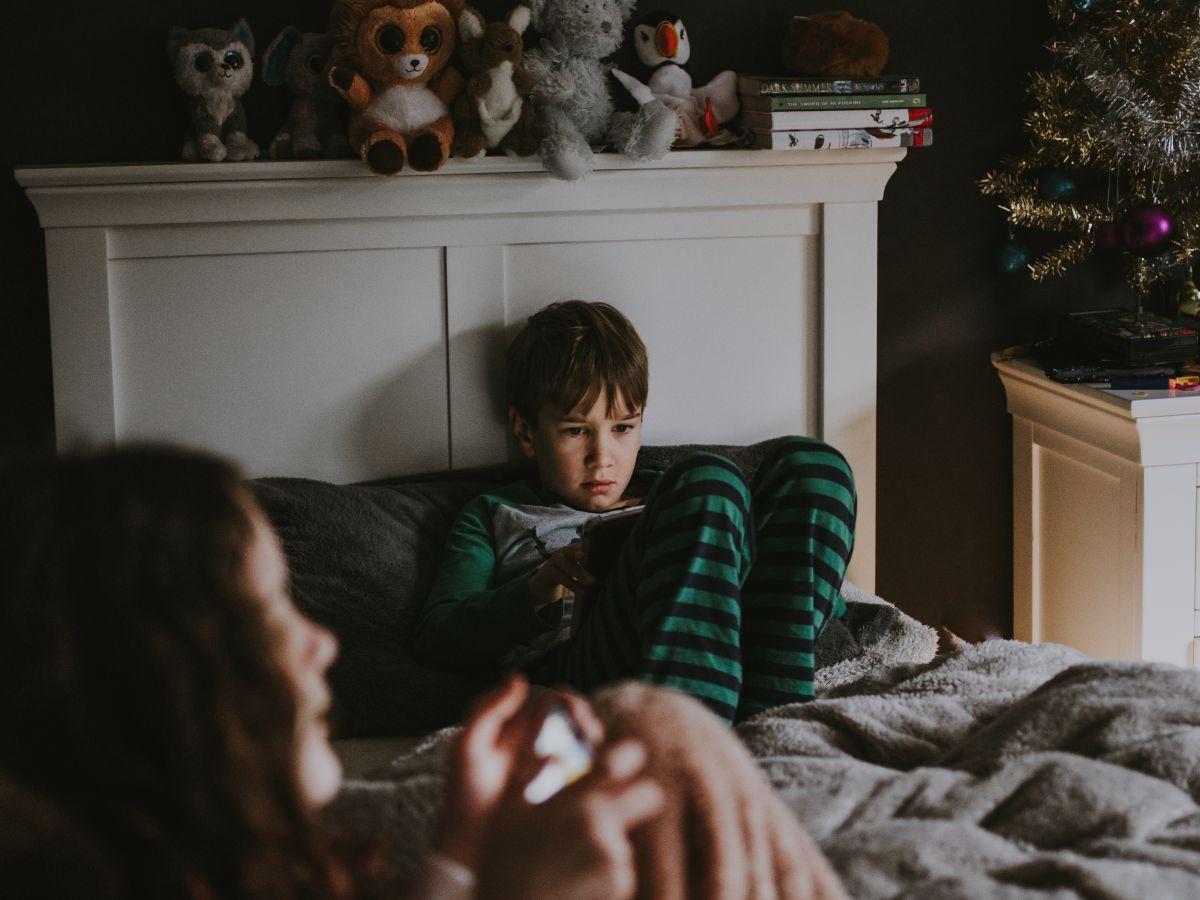 Los niños pequeños pasan el doble de tiempo mirando televisión que hace 20 años