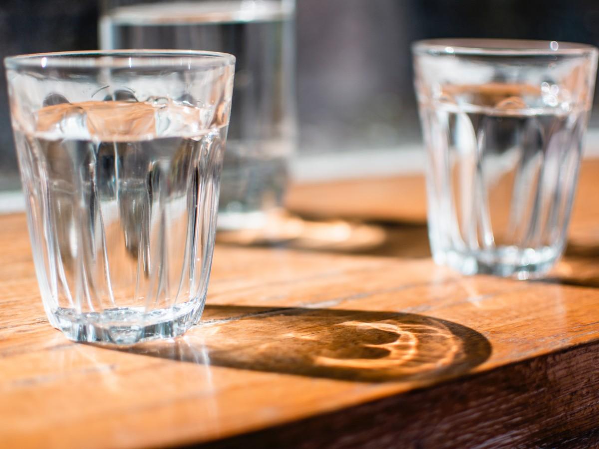 Es mejor tomar bebidas en botellas de vidrio