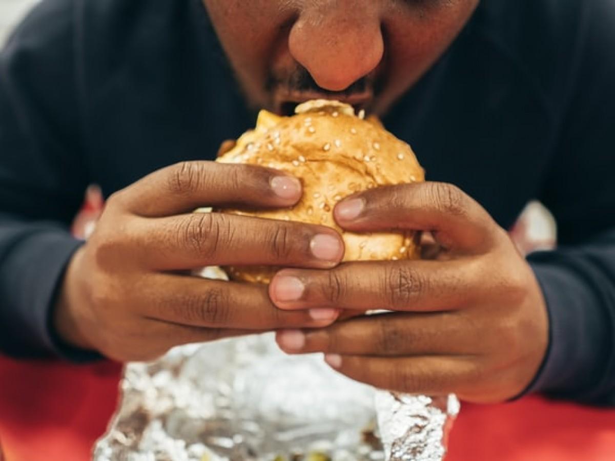 ¿Qué es y cómo sobrellevar el hambre emocional?