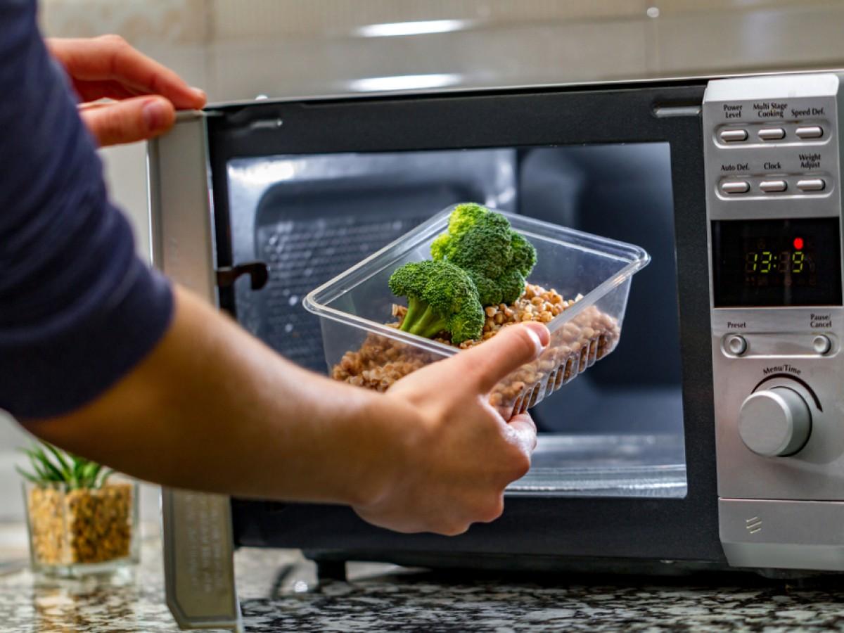 Alimentos que no se deben cocinar en el microondas