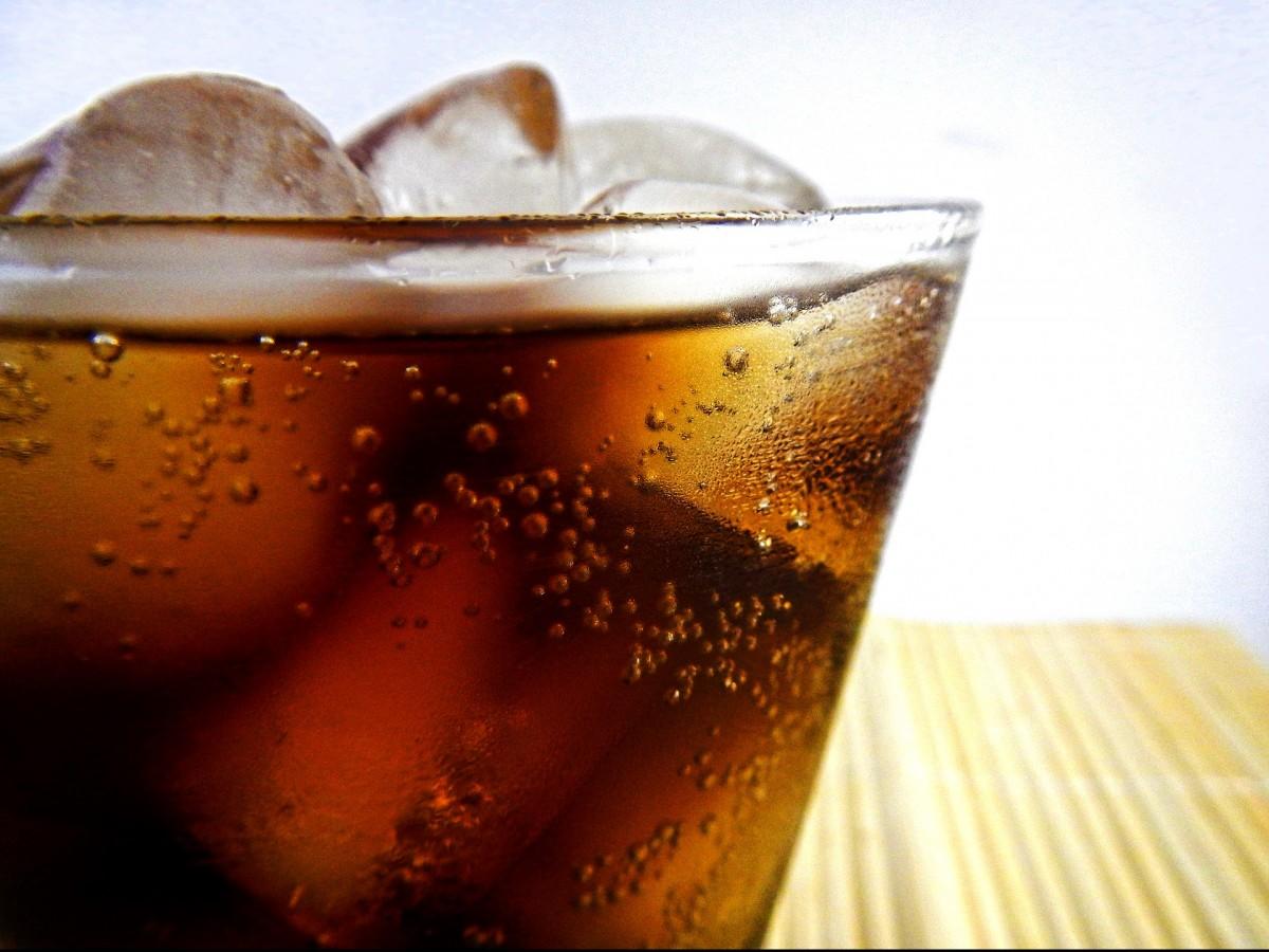 Consumo de refrescos está vinculado con un mayor riesgo de muerte