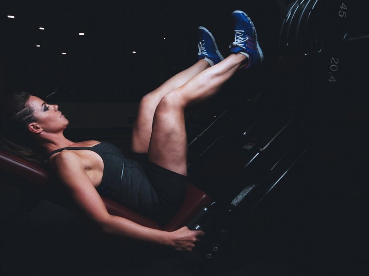 Ni comer poco ni hacer repeticiones para marcar músculos