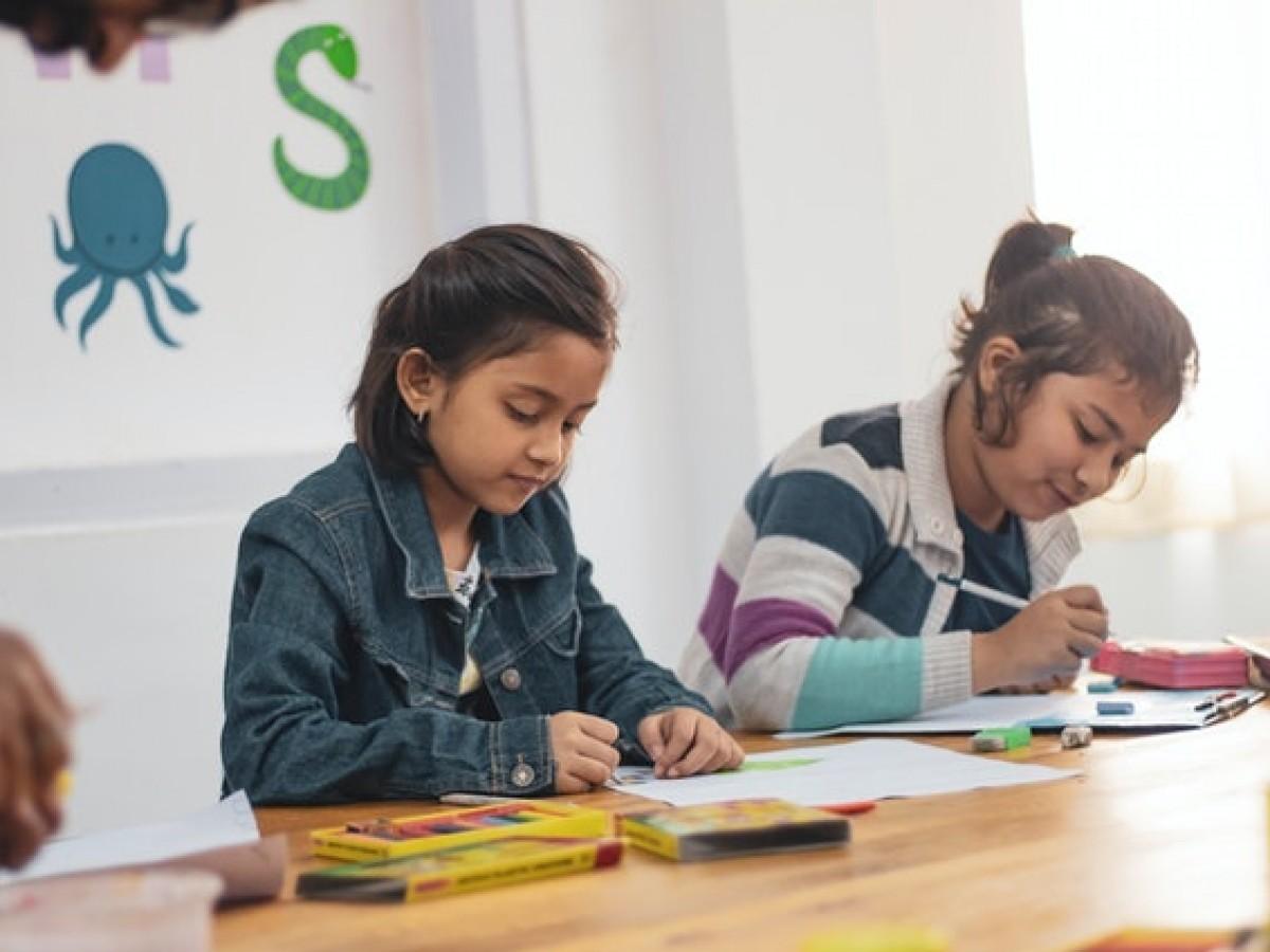 Cerrar colegios no tiene gran impacto en contención del virus, asegura estudio