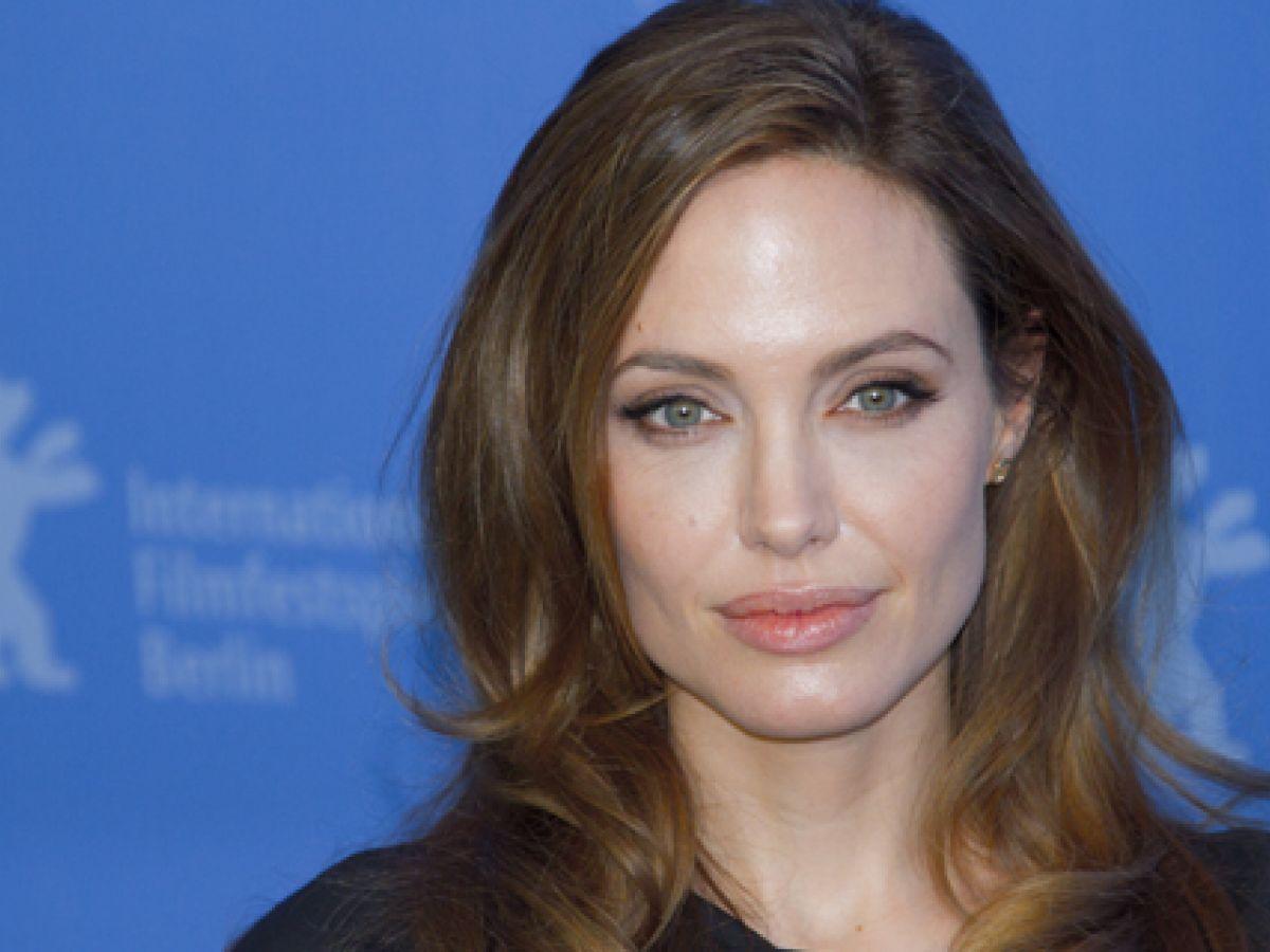 Cirujana de Angelina Jolie comparte 10 consejos para prevenir el cáncer de mama