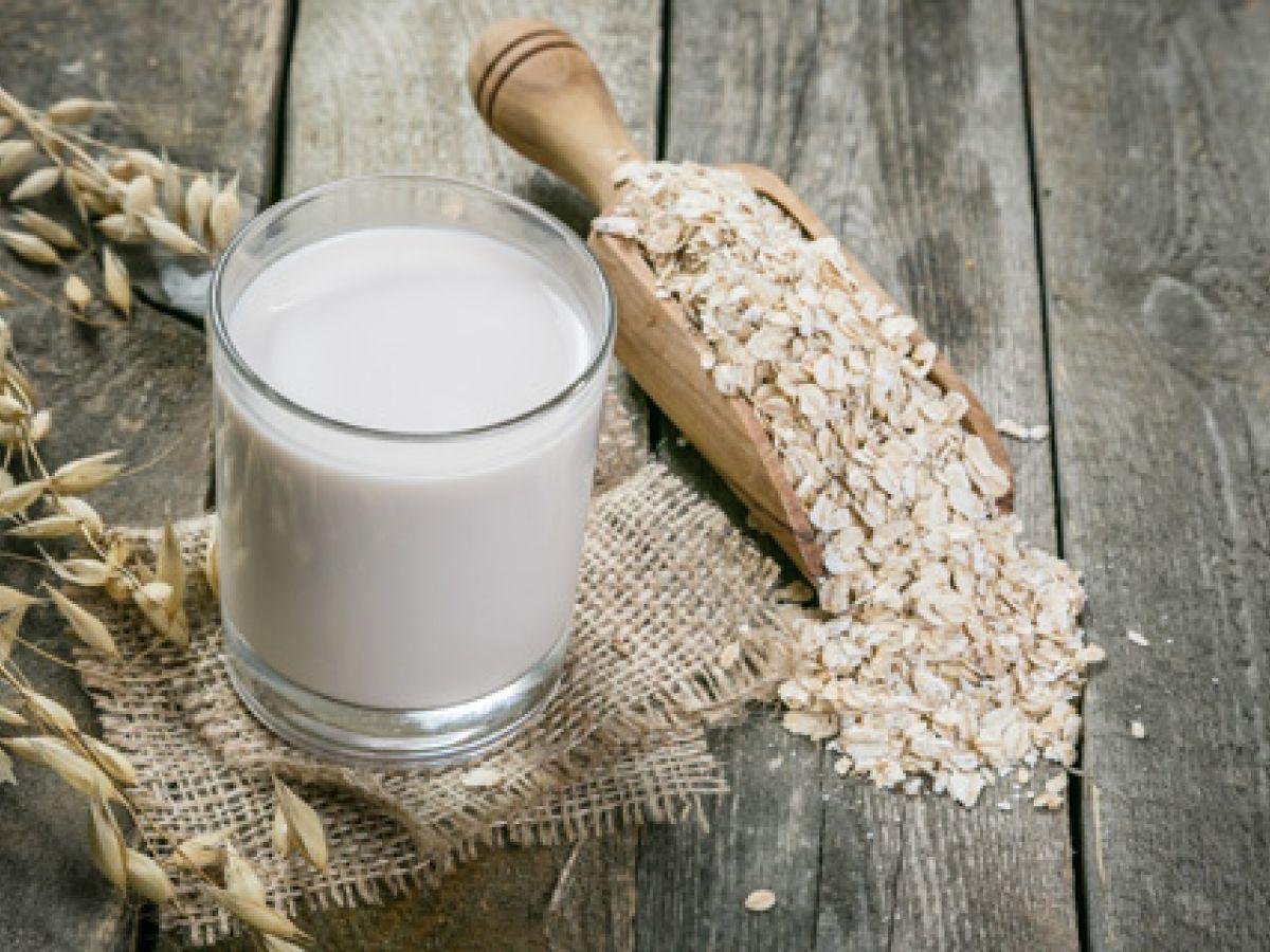 La soja quedó atrás: la leche de avena se impone en los cafés