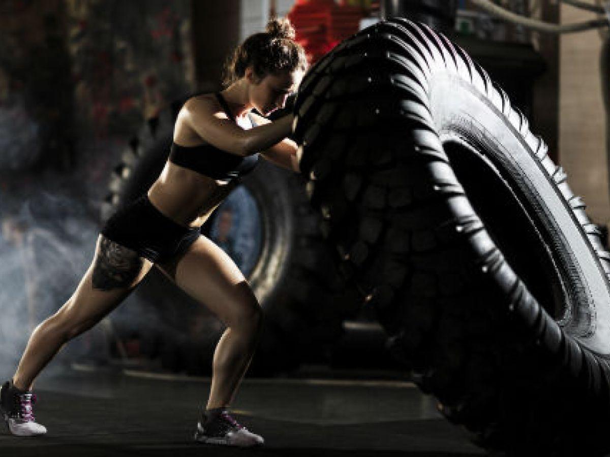 La moda de un cuerpo femenino fuerte y tonificado