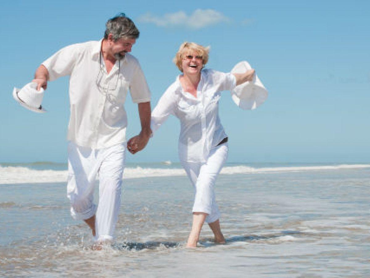 Sentirse más joven ayuda a salud y destrezas mentales entre adultos mayores