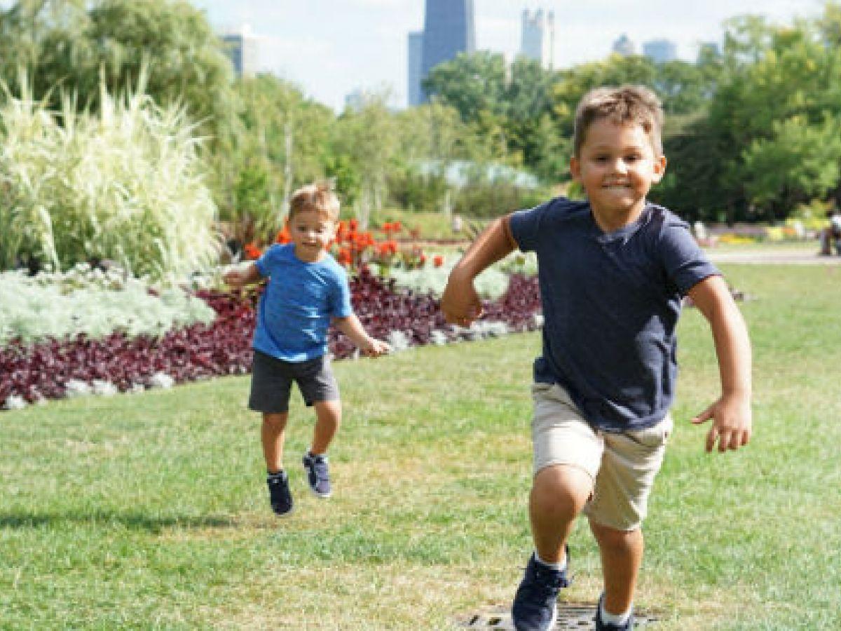 Falta de sonrisa y tropiezos en niños, síntomas de malformación Arnold Chairi