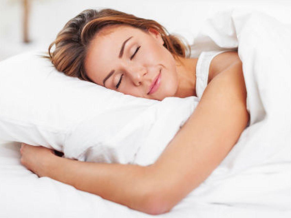 Dormir poco incrementa posibilidades de sufrir cáncer de mama, según experto