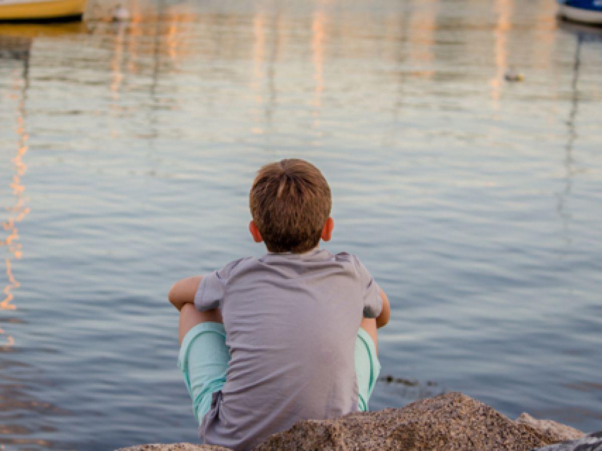 Nalgadas y otros castigos harían que niños presenten conductas suicidas y consumo de drogas en la adultez