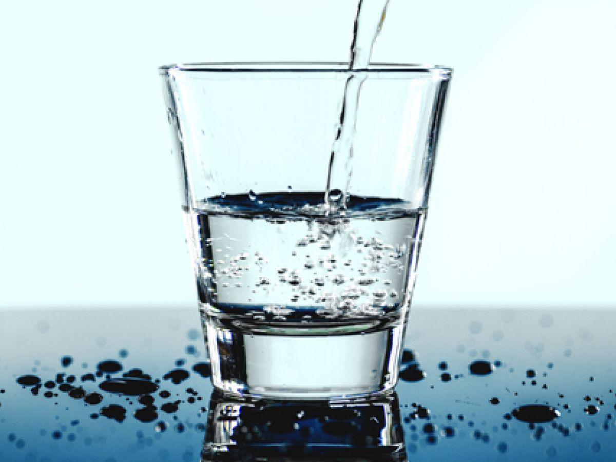 El poder y los beneficios de tomar agua a diario