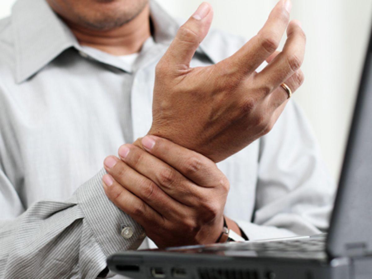 Tronarse los dedos, uno de los mitos de la artritis