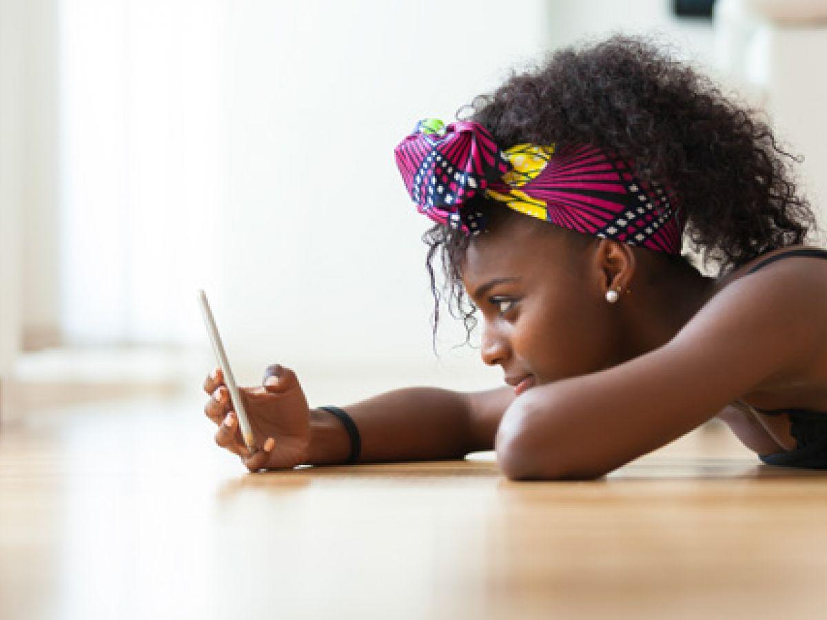 Redes sociales y presión de pares elevan alza de problemas mentales en los adolescentes