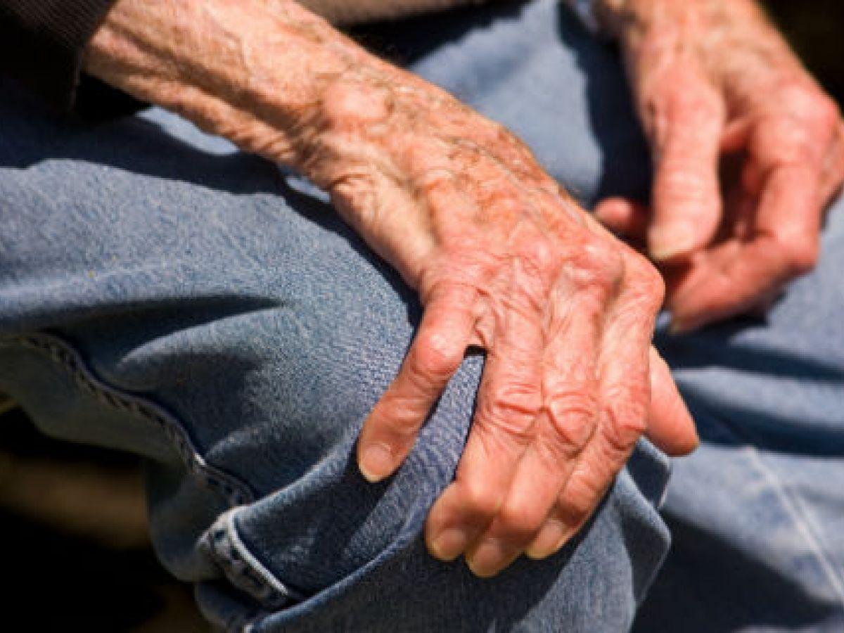 Quienes sufren de párkinson pueden tener dificultad para controlar impulsos