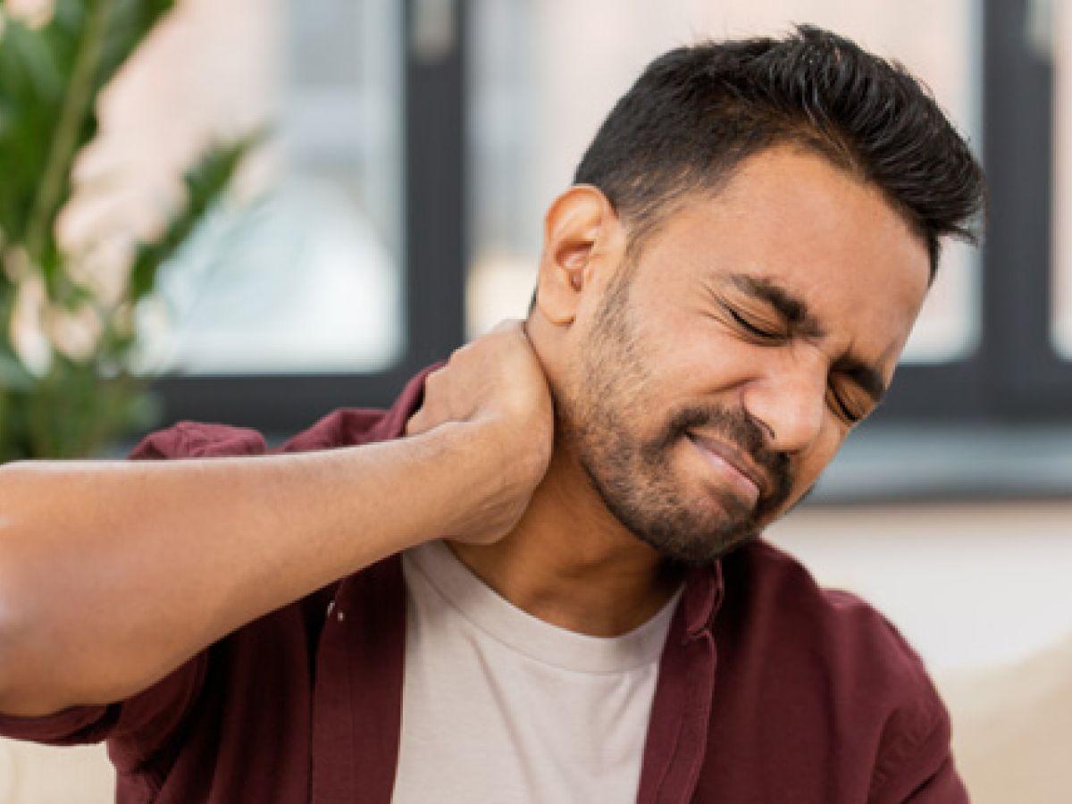 ¿Es peligroso estirar el cuello?