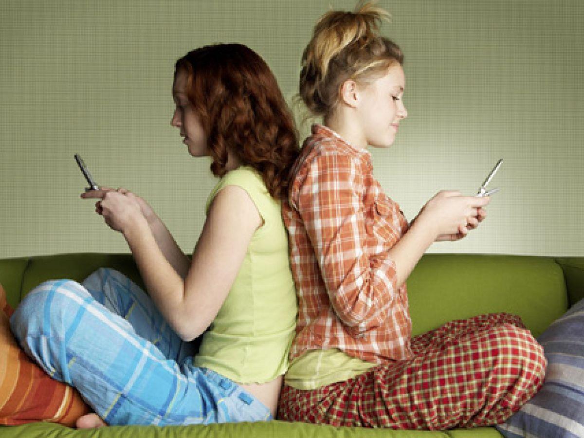 Hablar de 'sexting' con los hijos, la forma de protegerlos