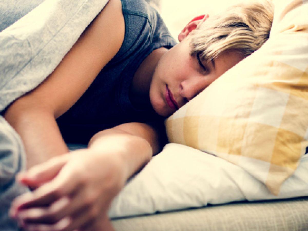 Los jóvenes que duermen poco y mal ponen en riesgo su corazón