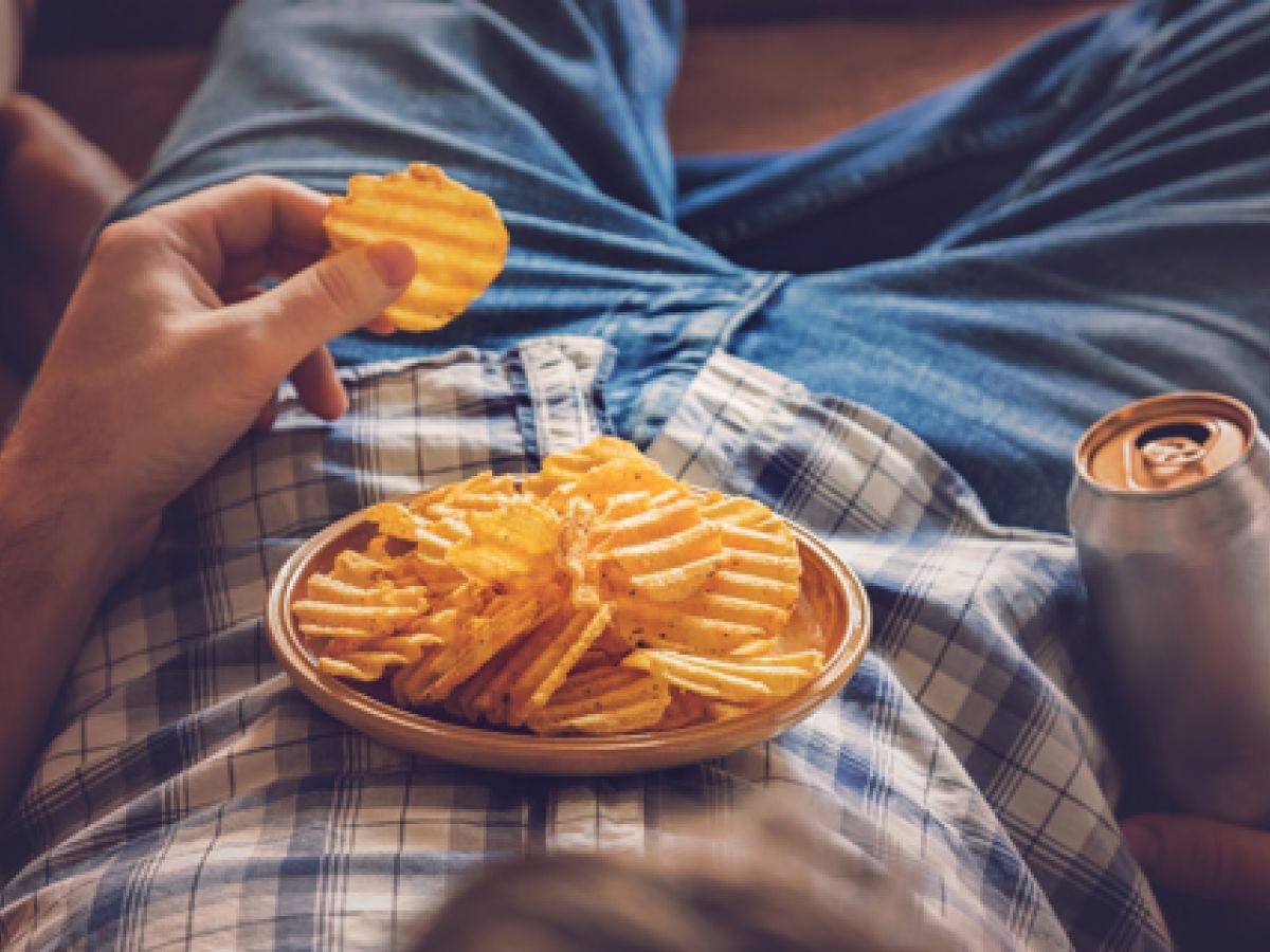 La falta de sueño aumenta el deseo de comida chatarra y el riesgo de obesidad