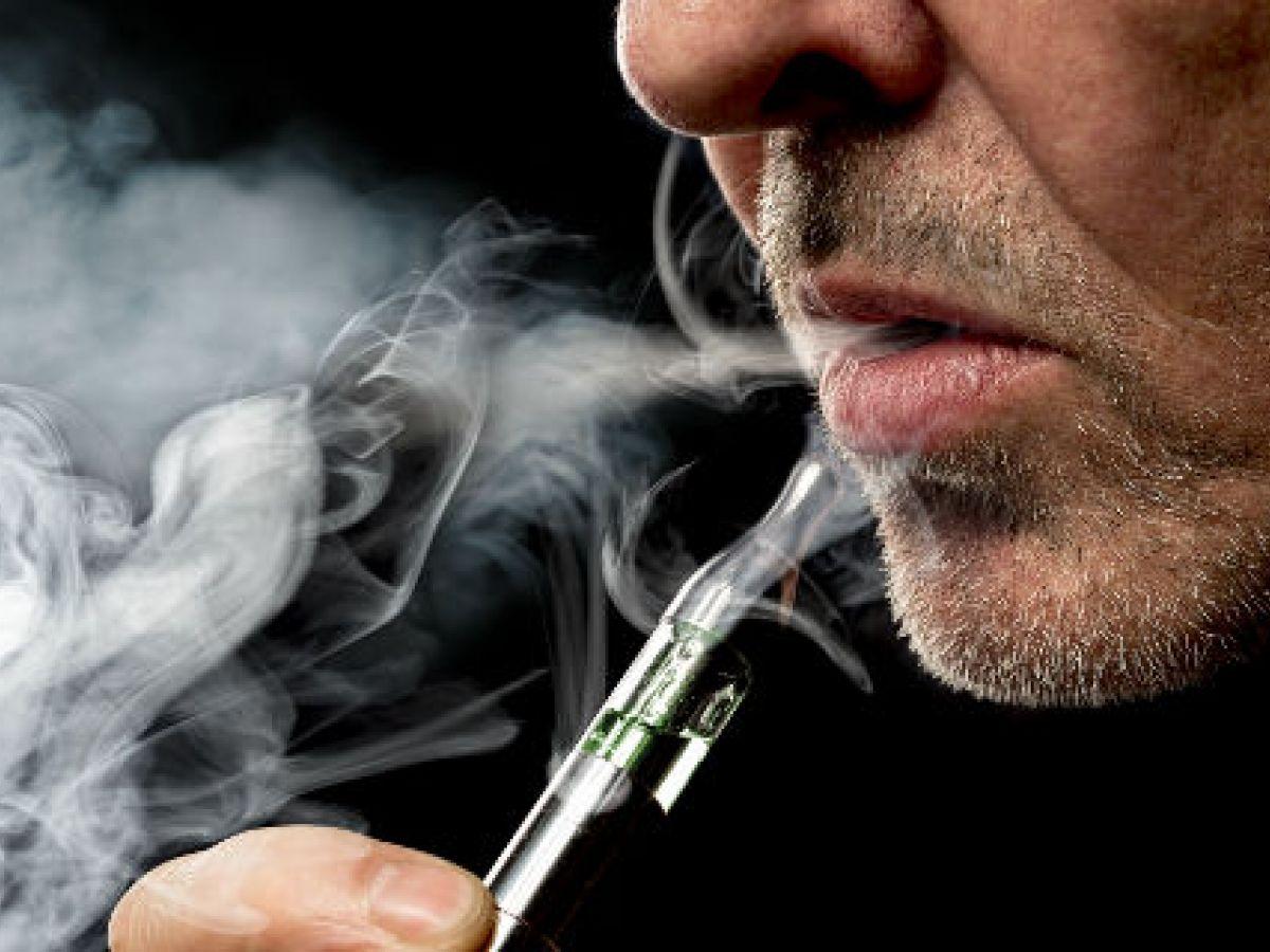 Médico asegura que vaporizadores causan casi el mismo daño que los cigarros normales