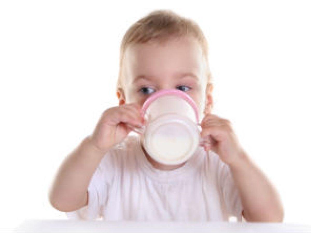 Los niños que toman leche de vaca son más altos, dice un estudio