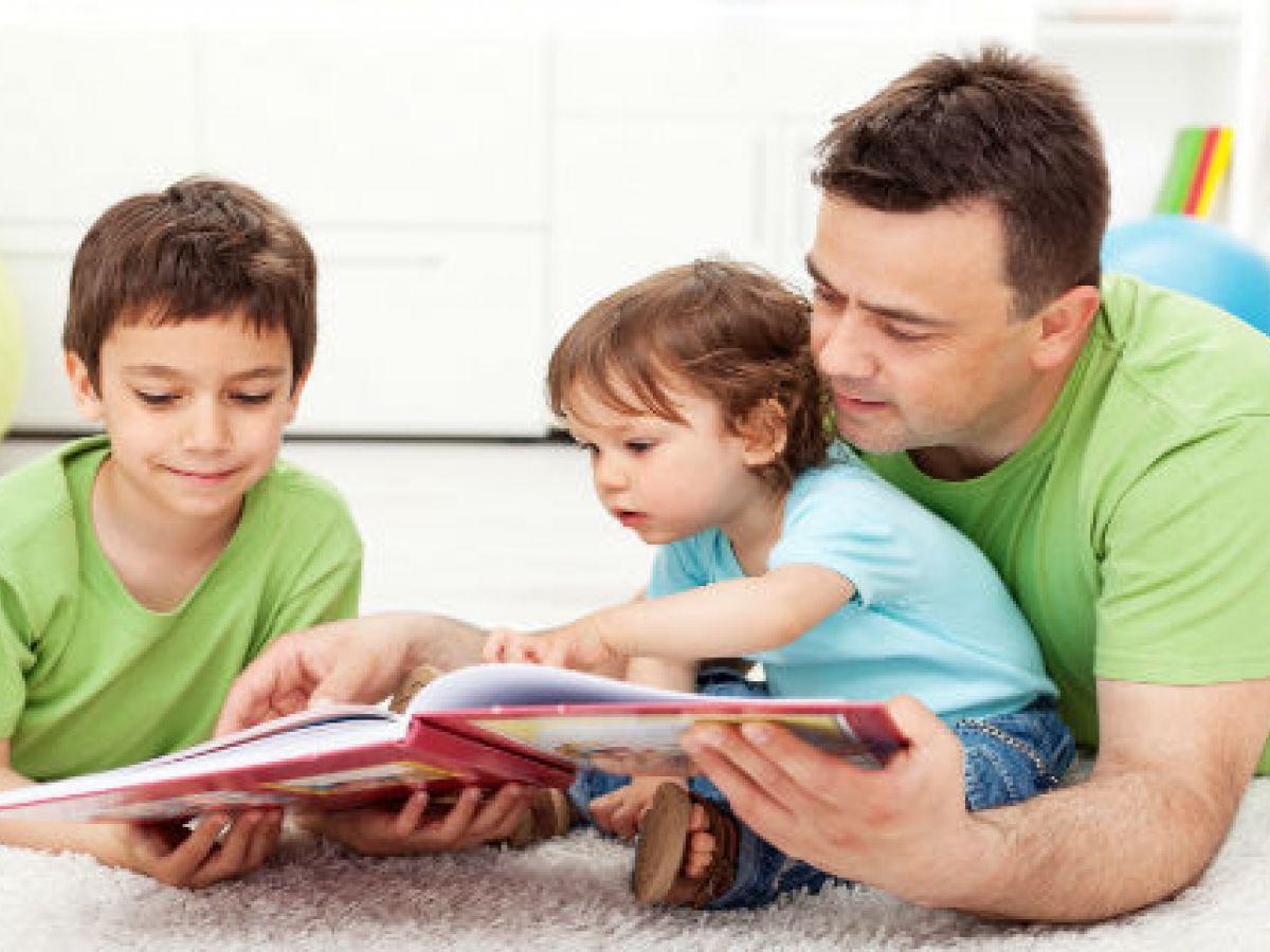 El beneficio de leer, pasear, contar cuentos, dibujar y cantar los hijos