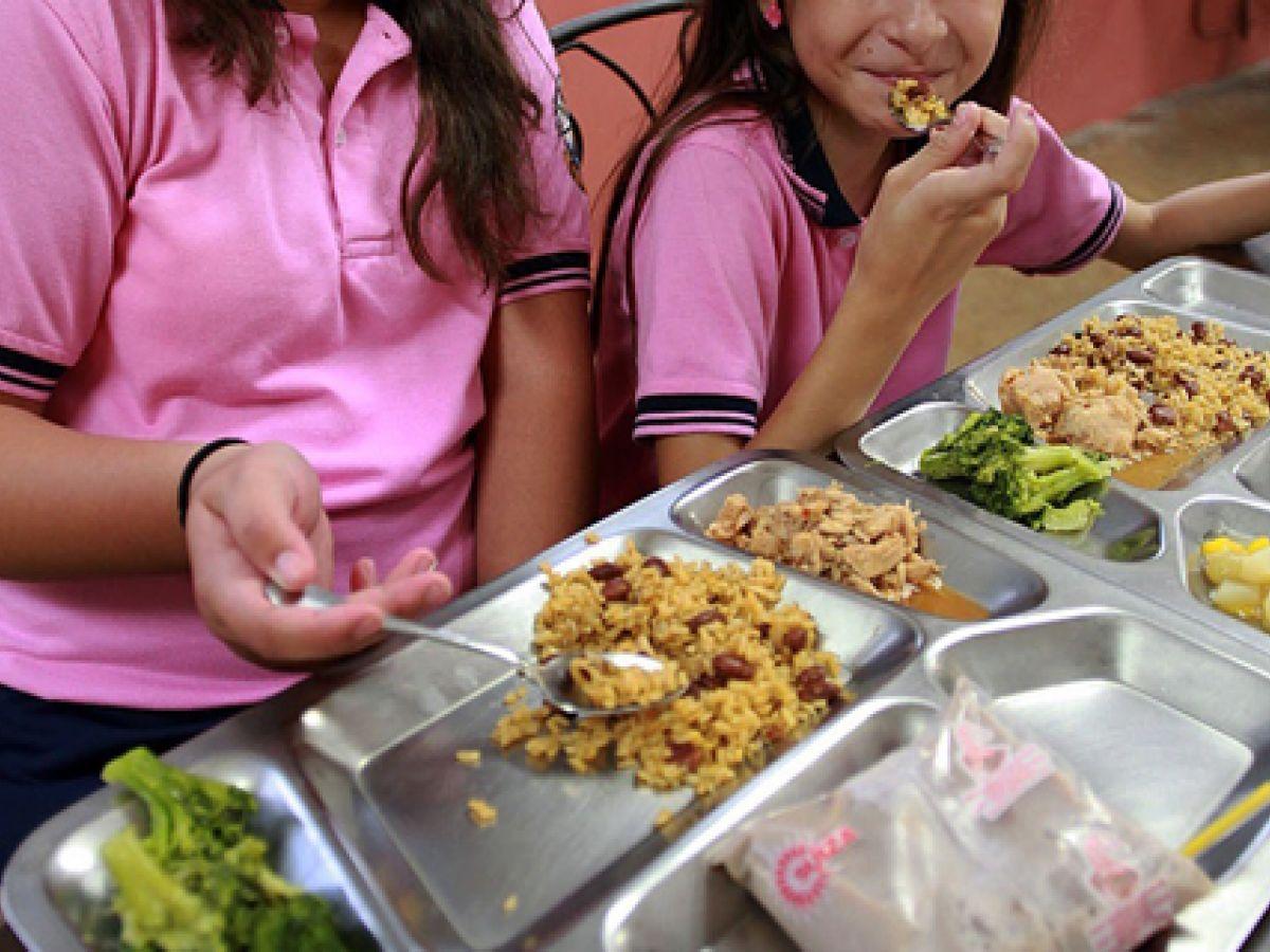 Ofrecerán comida gratis para niños y jóvenes en el verano