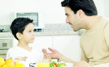 Educar a otros adultos es vital para mejorar la crianza