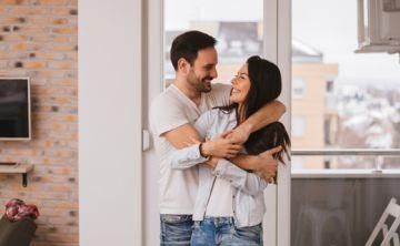 Parejas que se besan, abrazan y acarician alcanzan mayor bienestar