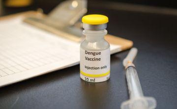 OMS sugiere cautela al usar vacuna contra el dengue