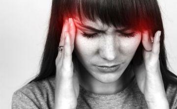 ¿Cuál es la conexión entre las hormonas y las migrañas?
