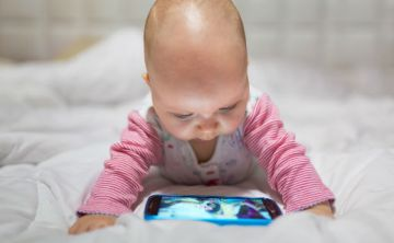 La exposición a pantallas está dañando la salud visual infantil