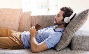 Música suave durante el sueño ayuda al corazón