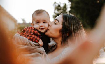 Besar a los niños en la boca: ¿qué tan peligroso es?
