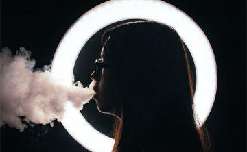 Fumadores de cigarrillo electrónico buscan eludir normas de FDA