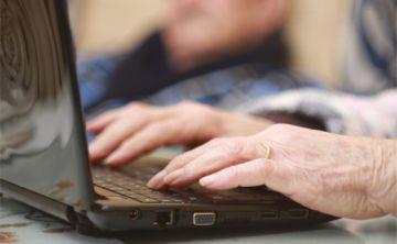 Mayores de 65 son más proclives a compartir noticias falsas